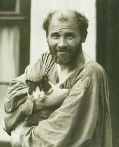 Klimt macskájával (forrás: klimt.com)