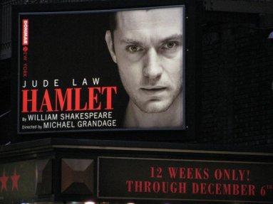 Jude Law a Hamletben. (Izabella Carranza fotója.)