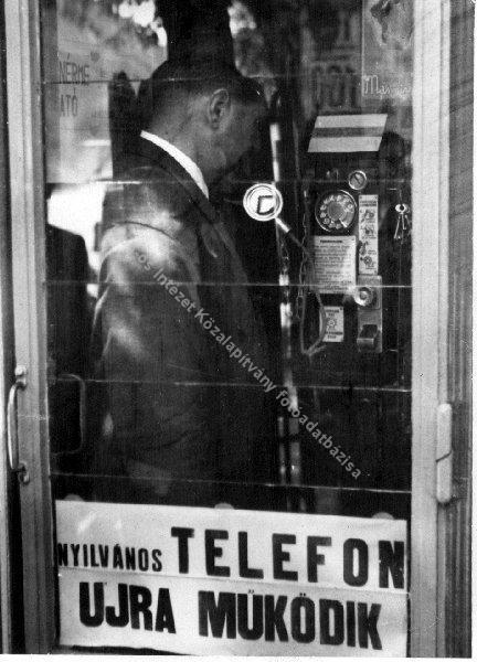 nyilvános telefonfülke (forrás: http://6cippo.tumblr.com/post/18721718722/1945)
