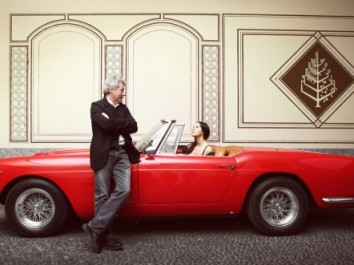 monica_bellucci_baricco-44 2x332   (Forrás: http://magazine.ferrari.com/blog/2012/10/monica-pianist/monica_bellucci_baricco/ )