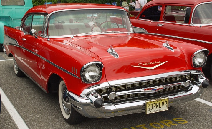 1957-Chevrolet-v-red-le