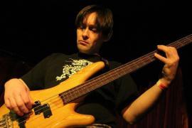 Tamás és Ibanez: ember és basszusgitár