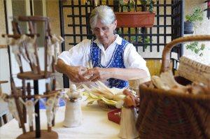 Tradicionális nagymama hagyományt őriz
