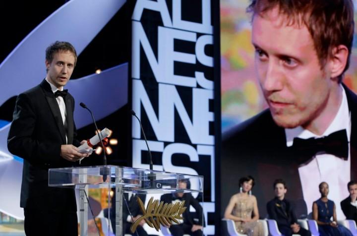 Nemes Jeles László a Zsűri Nagydíjának örül Cannes-ban, és beszédet mond