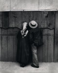 André Kertész: A népligeti cirkusz előtt, 1920