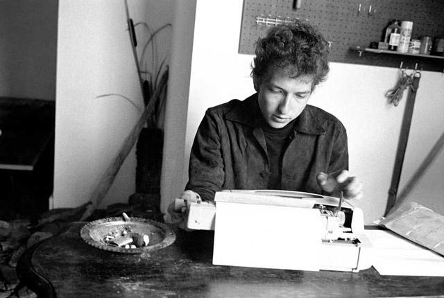 Bob Dylan írógéppel
