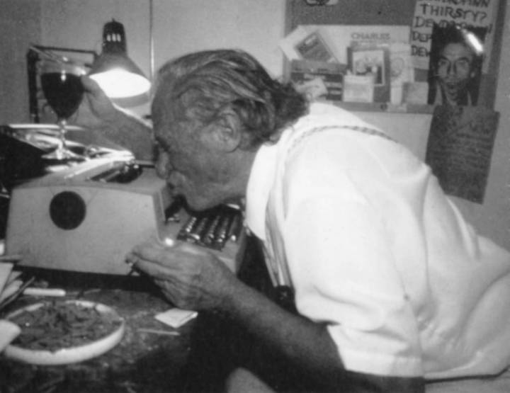 Charles Bukowski egy boldog pillanatban :)