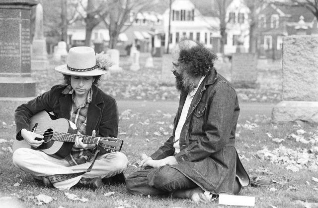 Dylan és Ginsberg Kerouac sírjánál