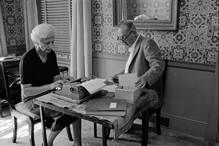 Vladimir Nabokov és felesége, Vera (Fotó: Carl Mydans/Time & Life Pictures/Getty Images)