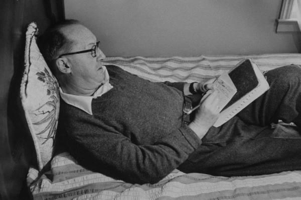 Nabokov írja a kártyákat, hogy majd diktálhasson