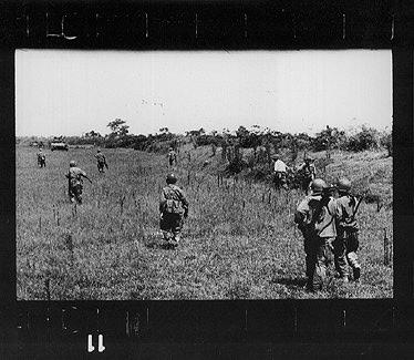 Robert Capa utolsó képe a halála előtt készített tekercsről. (forrás: gigitaljournalism.org)