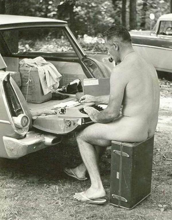 J. D. Salinger elmélyült munkában