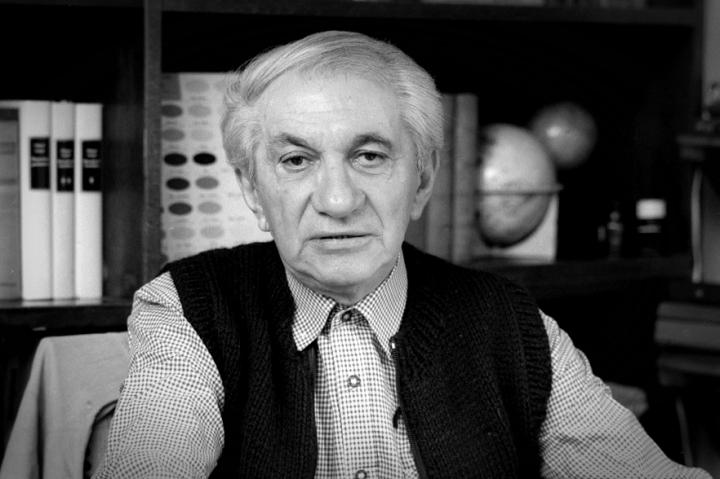 Vészi Endre Kossuth-díjas író, költő 1916. Október 19-én született, Budapesten. (Elhunyt 1987. július 9-én.)
