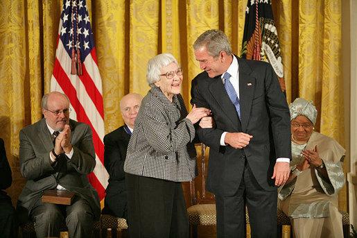 Harper Lee 2007-ben átveszi az Elnöki Szabadságérmet