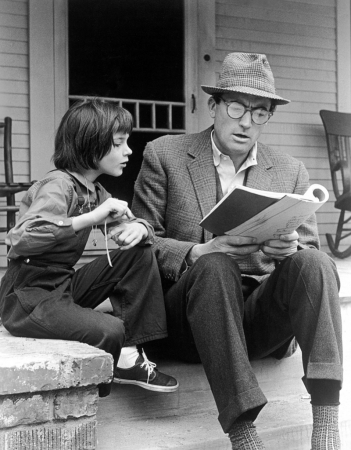 Atticus és Sout - Gregory Peck és Mary Badham a forgatókönyvet tanulmányozza