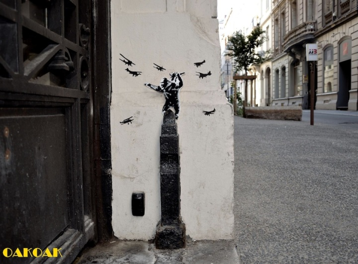 Street-Art-by-Oakoak-in-France2