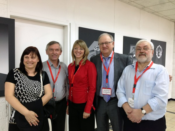 """Vásárhelyi Antal, a második """"Science, Thecnology and Art Relations"""" konferencián rendezett kiállításának megnyitóján, 2014 - a képen balról jobbra: Polgár Zsófia, Szergej Belupkov, Tanya Kravcsuk, Alec Groysman és Vásárhelyi Antal"""