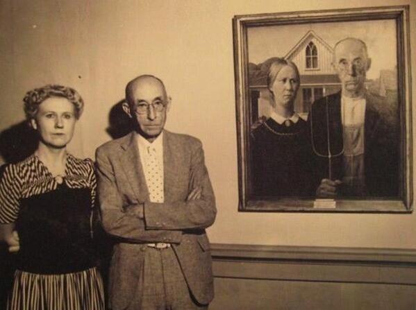 Grant Wood leghíresebb festménye az Amerikai gótika (1930) és a kép modelljei: a festő húga, Nan Wood és fogorvosa Dr. Byron McKeeby.