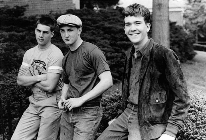 Tom CRUISE, Sean PENN és Timothy HUTTON 1981-ből, a Takarodó (Taps) forgatásán pihennek.