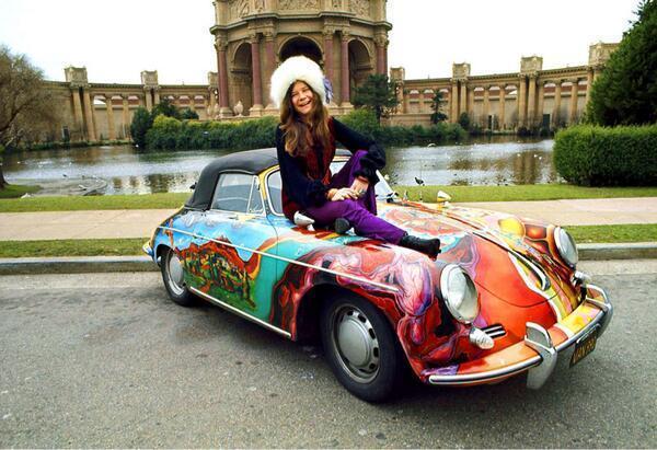 Nos... ez nem egy Mercedes-Benz, hanem egy Porsche 356C, de rajta a csodás Janis Joplin! (1968, San Fracisco)