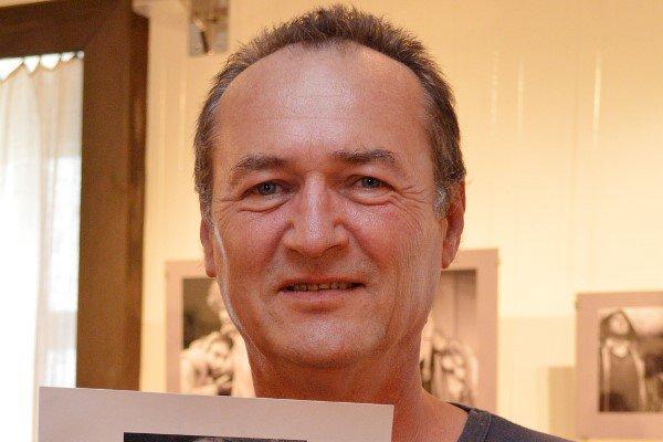 Szalóczi Géza 1954-ben született, Egerben.