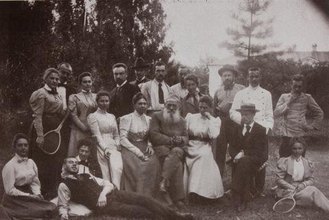 Sport rovat! Ez itt a Tolsztoj-család tenisz után 1899-ben.