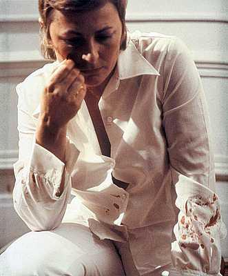 Gina Pane: Le lait chaud, 1972