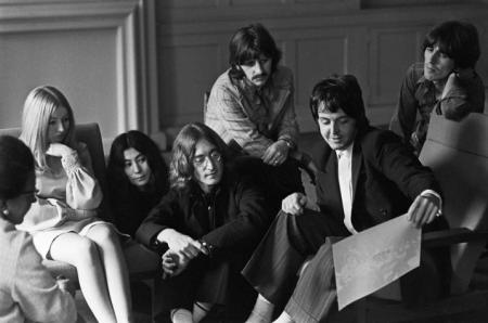 A Beatles, Mary Hopkin és Yoko Ono az Apple Recordsnál, 1968