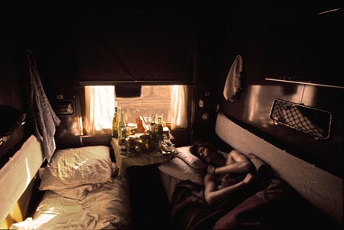 David egy hosszú éjszakát pihen ki valahol Szibériában. (Fotó: Geoff MacCormack/Rock Archive)