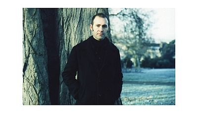 Dickon Hinchliffe 1992-től 2006-ig volt tagja a Tindersticksnek. Azóta filmzenéket készít, Locke című albuma 2014-ben jelent meg.