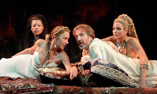 Helen Mirren és Alan Rickman az Antonius és Klaopátrában a Londoni Nemzeti Színház színpadán (Fotó: John Stillwell/PA Archive/PA Photos)