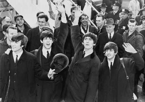 A Beatles 1964. február 7-én a JFK repülőtéren (New York)