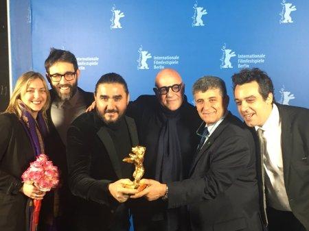 A Fuocoammare alkotói, a rendező, Gianfranco Rosi középen.