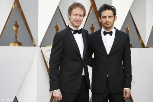 Nemes Jeles László és Röhrig Géza az Oscar-gálára érkeznek (Fotó: Reuters)