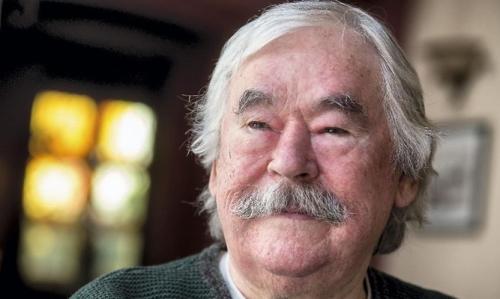 Csukás István 1936. április 2-án született, Kisújszálláson