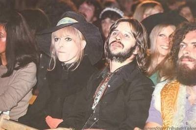 Maureen és Ringo Bob Dylan koncertjét figyelik az 1969-es Isle of Wight-i popfesztiválon